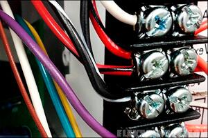 электрические провода в коннекторе